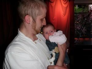 Träffar morbror Henrik för första gången