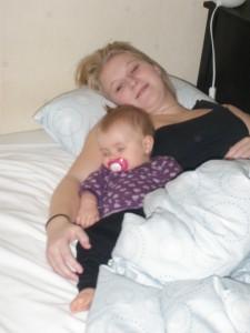 Sover middag med moster Camilla