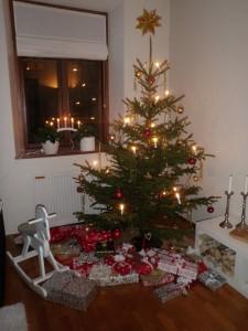 Vår julgran och alla klapparna