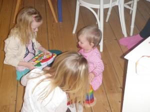 Visar Lovis och Nora alla leksaker