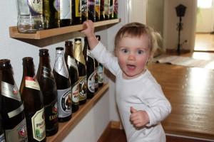 Inspekterar morfars flaskor