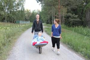 Leos på väg till kusinträffen i sin nya vagn