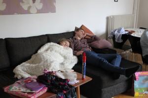 Mamma och pappa blir trötta av kalas
