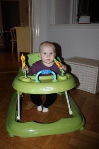 Har också lärt sig att backa med nya gåstolen