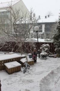 Vår snöiga gård